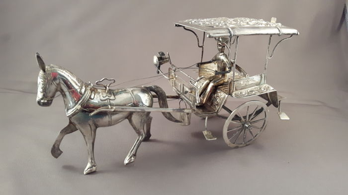 Djokja silver horse and carriage