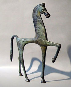 Large (71 cm height) bronze horse, based on ancient Greek models, 20th century replica.