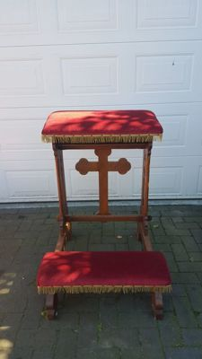 Large oak wood prayer bench lined with velvet - Middle of 20th century