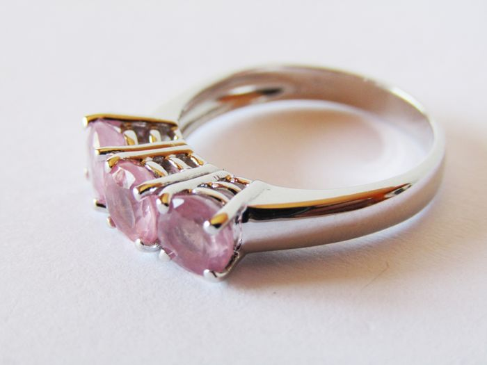 18 kt white gold Trilogy ring with total of 2.64 ct pink spinels.