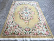Antique Chinese carpet in Savonnerie style - 183 x 274 cm.