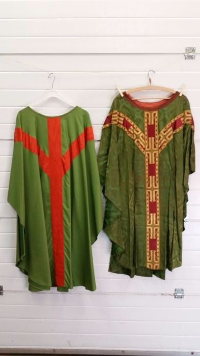 Lot of 2 liturgical vestments - chasubles - 20th century