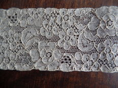 Land of 27.5 m antique French lace, salmon colour and ecru - France - early 20th century.