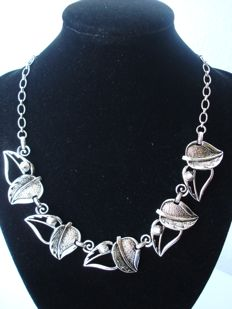 Vintage (1970s) - Signed Modernist Necklace - Double leaves silver tone links Choker