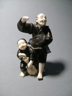Okimono wood and ivory Tortoise fishermen - Japan - approx. 1930.