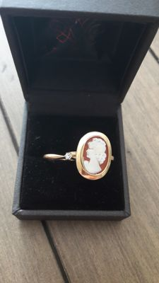 Two rings, Cameo ring and ring whit zirgon. Both 585 14K gold. *** NO RESERVE ***
