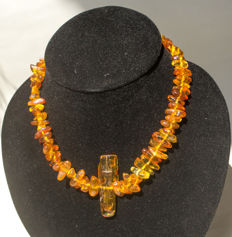 Antique old Baltic amber necklace with pendant in butterscotch / honey colour, 41 gram
