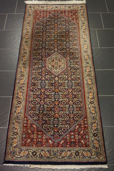 Distinguished hand-woven oriental carpet, Indo Bidjar Herati 80 x 3205 cm, made in India at the end of the 20th century