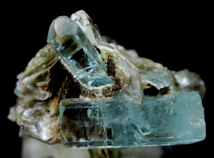 Natural & Terminated Aquamarine Crystals with Facet Grade Clarity on Muscovite Mica - 42 x 52 x 40 mm - 86gm