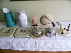 Lot vintage kitchen items