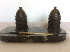 Art Deco writing set on a marble plaque with brass mounts and 2 ink wells