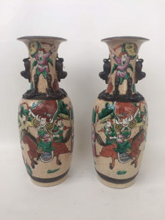 Lot of 2 nanking/janjing crackleware vases – China – ca. 1880