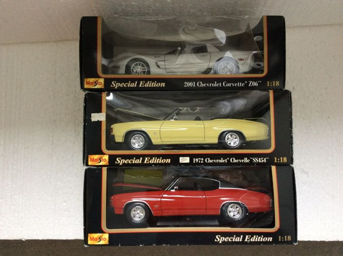 Maisto - Scale 1/18 - Lot with 3 models: 1972 Chevrolet Chevelle SS 454 Convertible, 1971 Chevrolet Chevelle SS 454 Coupe & 2001 Chevrolet Corvette Z06