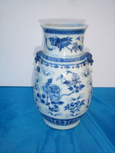 Vase in white and blue porcelain – China – 19th century
