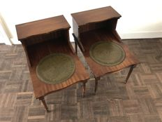 A pair of mahogany side tables with green leather, England, 1920s