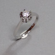 Ring made of 18kt gold with brilliant 0.28ct hallmarked approx. 2.6g. Mint condition - ring size 54