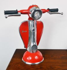 Lampe de table/ de bureau Vespa de couleur rouge