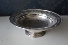 Very nicely decorated dish on stand, silver plate on copper, United Kingdom - early 20th century
