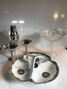 """Deluxe Duo"" aperitif service - 1 Shaker and two large silver-plated cups - 1 large crystal cup - 1 tray with fine porcelain appetizers"