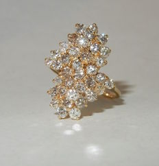 Splendid gold ring with heap of diamonds 2.50 ct cluster, ring size: 55.