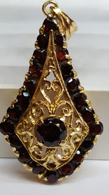 14 karat yellow gold women's pendant, handmade, set with garnet