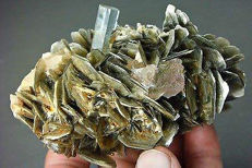 Amazing combination of Aquamarine a top of muscovite with pinkish fluorite, - 109x64x60mm - 356 gram