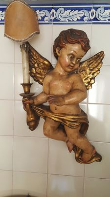 Cherub with carved work with polychrome style in the 18th century Baroque style