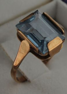 Yellow gold ring set with topaz, ring size 18