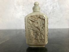 Carved ivory Cantonese snuff bottle – Guangzhou, China (Canton) – Circa 1900