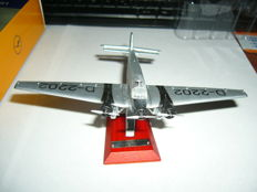 Junkers JU 52 Richthofen Lufthansa silver airplane model, scale 1:200