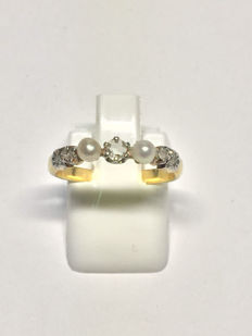 Ring in gold with diamonds and pearls, 18 kt, 17.22 mm - no reserve price