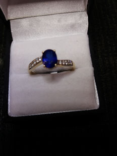 Very rare Burmese Blue Spinel & white zircon ring in gold. Vintage style. very low reserve