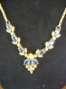 Necklace in 18 kt (750/1000) yellow gold with sapphires and point-of-light diamonds – length 46 cm