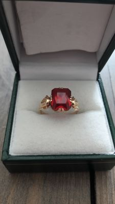 14k yellow gold ring whit big blood red ruby. Year 1957 ***** No Reserve *******