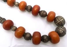 Antique silver and amber necklace - Yemen