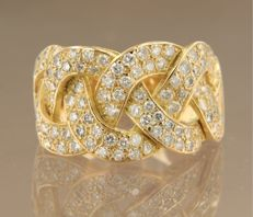 Yellow gold 18 kt ring set with a row of 106 brilliant cut diamonds, 2.00 carat, ring size 16.25 (51)