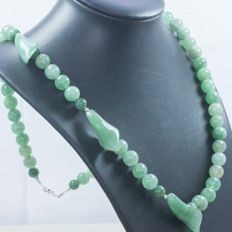Single-strand necklace in 925/1000 silver with green jade lilies – no reserve
