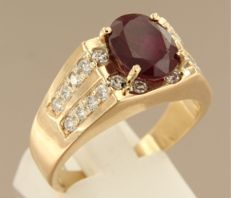 14 kt yellow gold ring set with ruby and diamonds of 0.80 ct, ring size 19 (60)