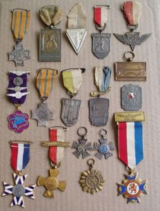 17 walking performance medals from the 1930s-40s