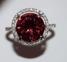 Ring in 18 kt gold with natural tourmaline and 46 diamonds - Size of the ring: diameter 17 mm - 53.