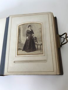 Photographic album of the early 1900s, leather and metal with photos of France