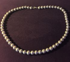 Necklace with genuine cultured pearls. Length: 46 cm **Period: 1950s/60s**
