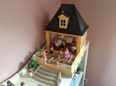 Playmobil Little dollhouse and figurines and Winterwonderland