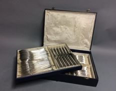 Silver plated cutlery for 12 persons, classic dessin, total 84 pieces, Belgium, ca. 1950