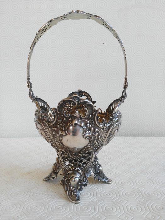 Basket in Silver 800 with pierced decoration and handle, early 1900