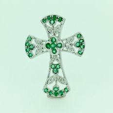 18 kt WHite gold cross, brilliant cut diamonds, and emeralds.  Measurments: length 3.2cm and width 2.5cm.