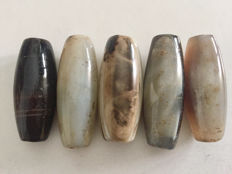 5 natural agate beads – Tibet, late 20th Century