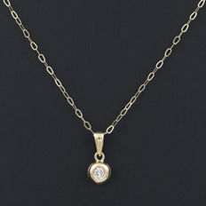 Yellow gold (750/18 kt) – Choker and pendant – Brilliant cut diamonds – Length: 42 cm (approx.)