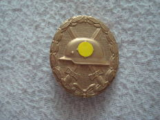 Wounded badge in gold