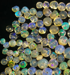 Lot with 177 multi-coloured opals -  from 2 to 5mm - 25.5 cts (177)